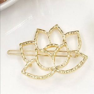 Accessories - 🌷Lotus Flower Hair Clip🌷